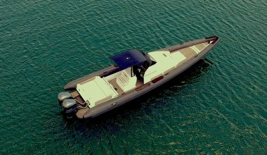 CUSTOM HIGH PERFORMANCE BOAT